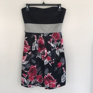 🌻SALE🌻 Strapless Short Occasion Dress